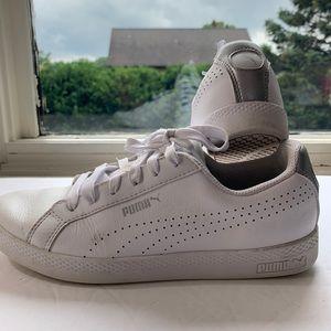 PUMA  Size 7.5  White Sneaker SoftFoam Comfort